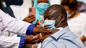 Senegal inicia campanha de vacinação contra Covid com doses da chinesa Sinopharm