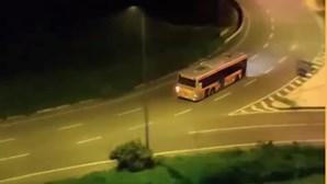 Motorista alcoolizado apanhado em manobras perigosas com autocarro em rotunda de Cascais