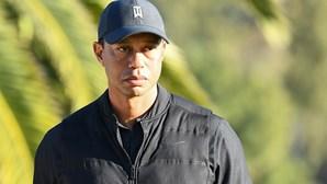 Tiger Woods em estado grave após violenta colisão de carro seguida de capotamento