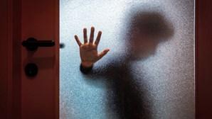 Mãe que deixou cinco filhos menores sozinhos durante cinco dias em Bragança arrisca cadeia
