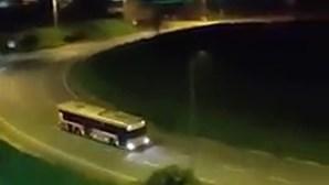 Motorista bêbedo intercetado em manobras perigosas com autocarro em Cascais