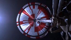 """Paraquedas do """"Perseverance"""" que pousou em Marte continha mensagem secreta"""