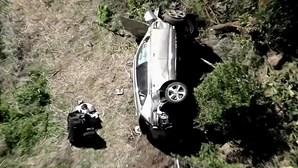 Novas imagens mostram carro de Tiger Woods após violento acidente