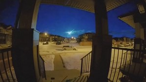 Meteoro ilumina o céu na província canadiana de Alberta