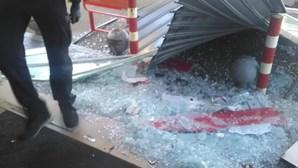 Bomba de combustível assaltada e vandalizada em Vila do Conde. Veja as imagens
