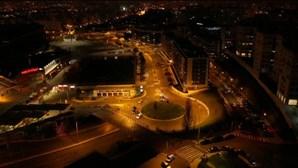 Buzinão em protesto contra direção do Benfica levou dezenas à Luz. Veja as imagens