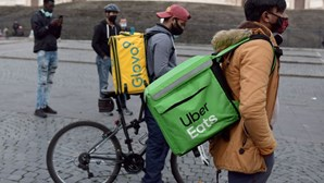 Itália investiga empresas de entrega de comida online para saber tratamento dado aos estafetas