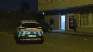 Funcionário de papelaria na Maia ameaçada com arma de fogo e agredida por dois ladrões