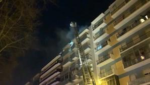 Incêndio obriga a evacuar prédio em Benfica, Lisboa