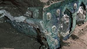 Arqueólogos descobrem carruagem cerimonial de 79 d.C em Pompeia