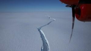 Iceberg maior que Nova Iorque parte-se perto de estação de investigação na Antártida