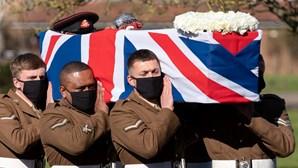 O último adeus ao Capitão Tom Moore, o veterano de guerra que arrecadou milhões para o SNS britânico