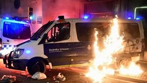 Pelos menos 10 detidos durante distúrbios em Barcelona após manifestação a favor do 'rapper' Hasél