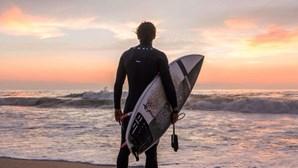"""""""Se estiver em algum site para venda, eu compro"""": jogador Francisco Geraldes fica sem prancha de surf em assalto"""