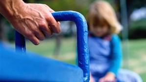 Professor pedófilo abusou de 12 crianças em Cascais
