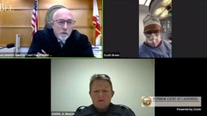 Médico participa em audiência judicial através de videochamada durante operação