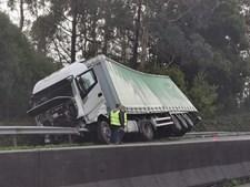 Dois feridos em acidente com pesado na A29 em Esmoriz