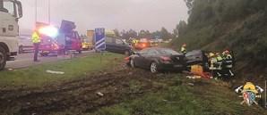 Camião despistou-se e provocou mais dois acidentes