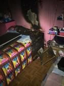 Fogo danificou vários quartos da habitação