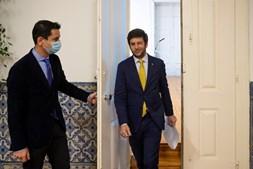 O presidente centrista, Francisco Rodrigues dos Santos, sai legitimado por uma margem mínima depois de um conselho nacional aceso que durou 16 horas