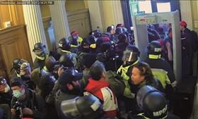 Polícias não conseguem travar maré de manifestantes