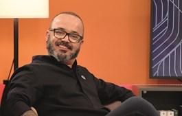 """Fernando Rocha está ligado à SIC há cerca de duas décadas. Diz """"estar bem"""" no canal de Paço de Arcos. Atualmente integra  o elenco da novela 'Amor Amor'"""