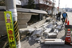 Parede colapsa após sismo