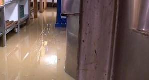 Chuva provoca inundações em estabelecimentos em Cascais
