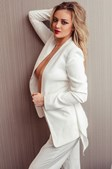 Danielle Lupo é modelo da Playboy e profissional de saúde
