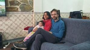 Os pais de Isabella com a menina