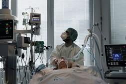 Doente internado com Covid-19 num hospital em Portugal