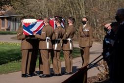 Caixão, Tom Moore, funeral, cerimónias fúnebres, Forças Armadas, Inglaterra