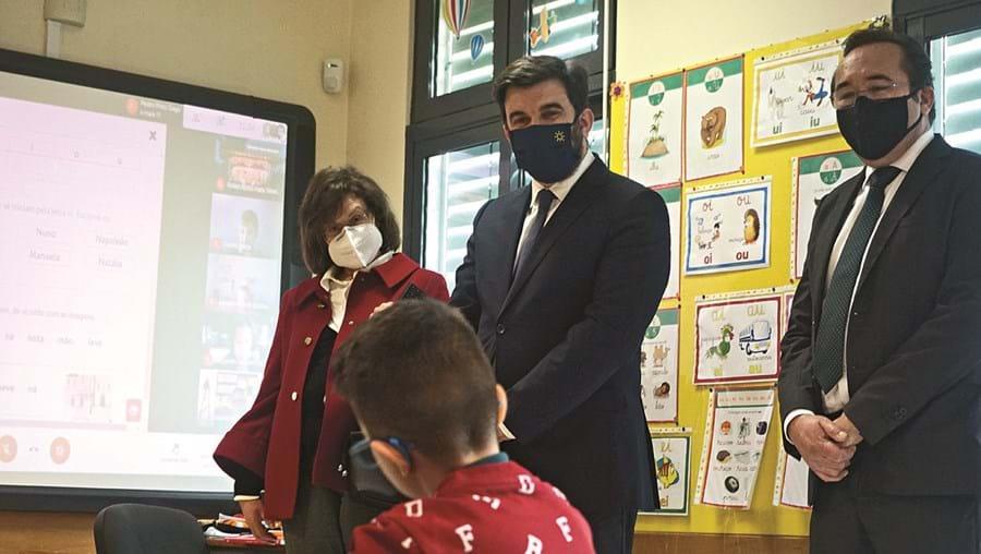 O ministro contactou com alunos em São Brás de Alportel que continuam a ter aulas nas escolas