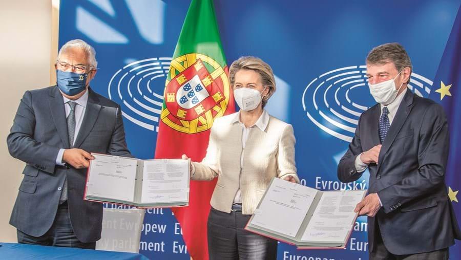 Costa, Von der Leyen e Sassoli ratificaram o regulamento do mecanismo de recuperação