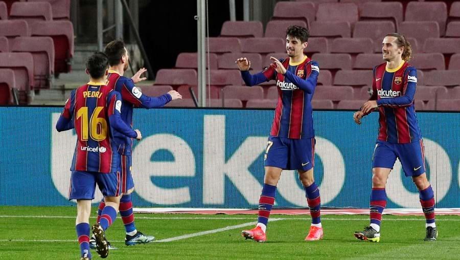 Messi felicita Trincão pelo seu segundo golo no jogo com o Alavés
