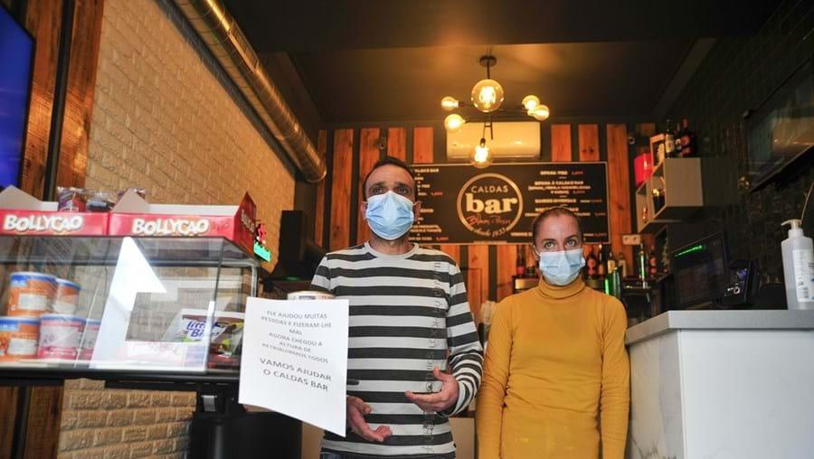 Rui Vicente e Paula Cristina , funcionários do Caldas Bar, temem pelos seus empregos após o assalto