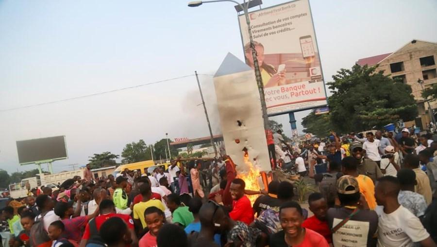 Moda do monólito não pega no Congo