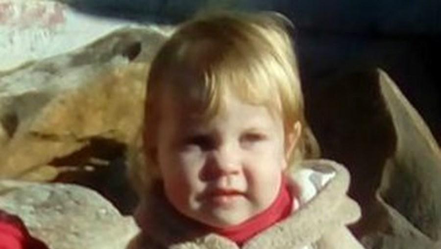 Maddilyn-Rose Stokes foi deixada pelos pais, Shane David Stokes e Nicole Betty Moore, em agonia num banho de água a ferver