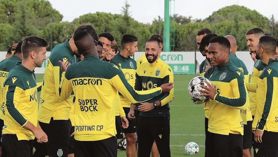 Plantel do Sporting com Rúben Amorim