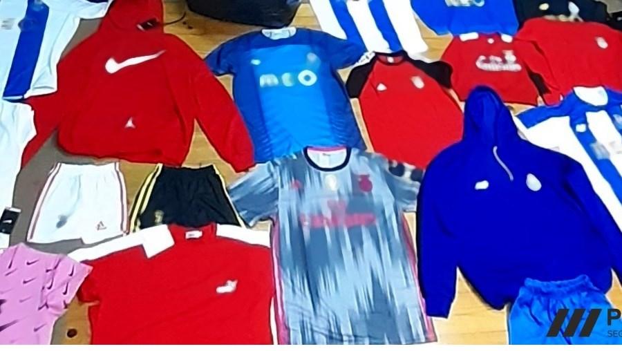 Comerciantes detidos em loja aberta com roupa contrafeita no Porto