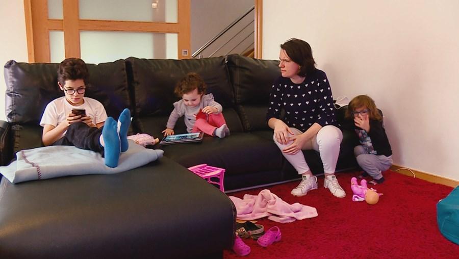 Diana é mãe e professora e, com três filhos, sente na pele as dificuldades do ensino à distância