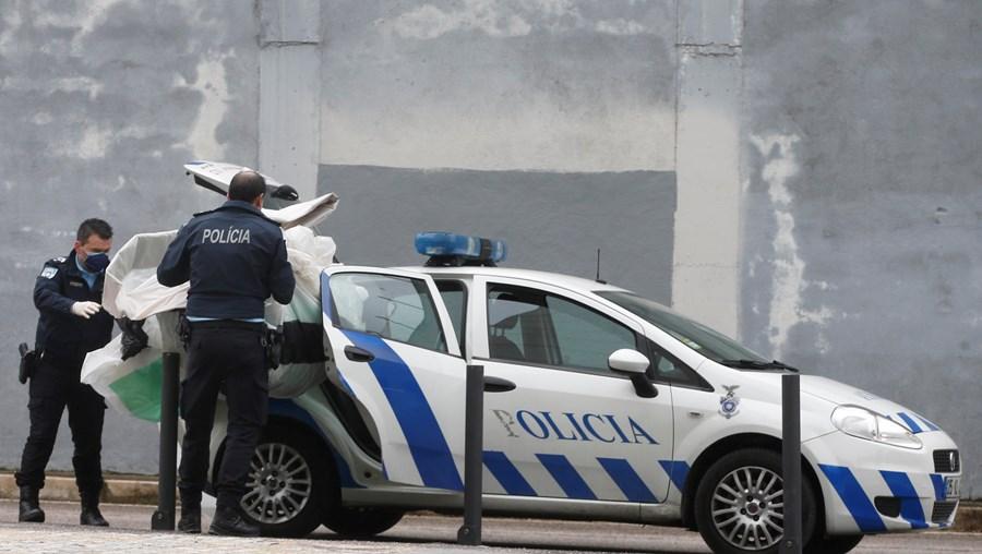 Rápida operação policial levou à detenção dos dois suspeitos, de 73 e 50 anos