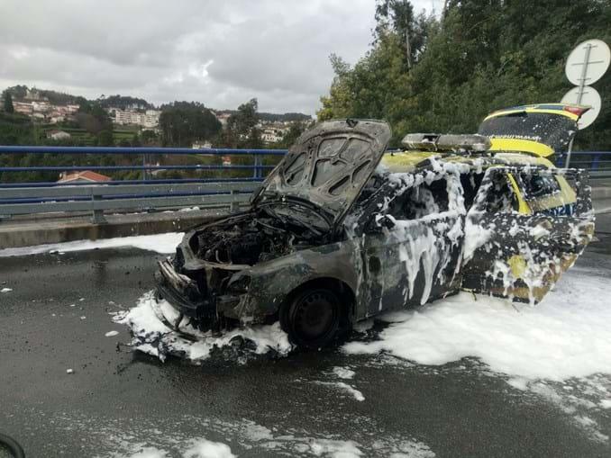 VMER do INEM de Gaia incendeia-se na A32