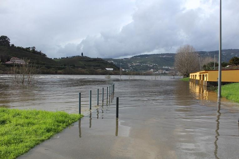 No Peso da Régua o rio Douro galgou margens