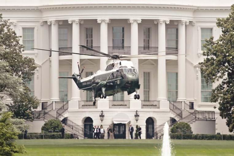 Tecnicamente, o Air Force One designa qualquer avião que transporte o presidente dos Estados Unidos. No entanto optou-se por designar  'Marine One' o helicóptero onde também viaja