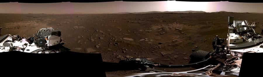 Imagem panorâmica mostra o local onde o 'Perseverance' pousou. NASA disponibilizou vídeo de 360 graus no YouTube para exploração detalhada