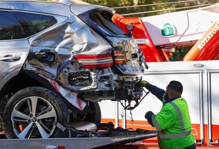 Carro de Tiger Woods após violento acidente