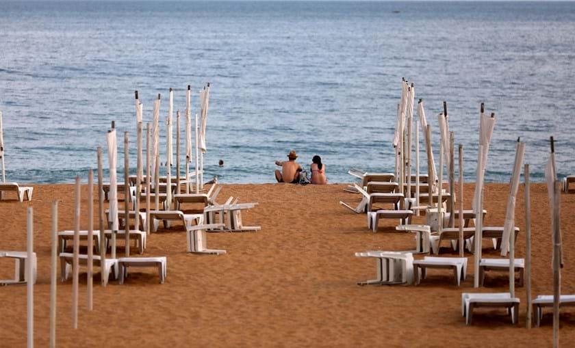 Praias desertas e comércio às moscas fizeram do Algarve uma das regiões mais castigadas