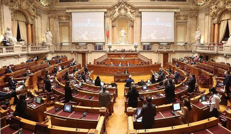 """Parlamento aprovou o 12º  estado de emergência. Ministro Eduardo Cabrita diz que """"ainda não é tempo de desconfinar"""""""
