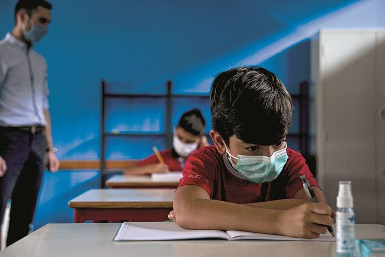 Número máximo de alunos por turma varia conforme os anos de escolaridade, mas pode chegar aos 30